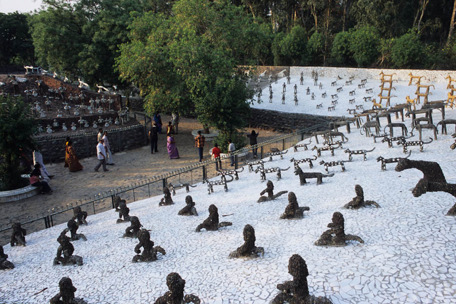 Le jardin de pierre le paradis selon nek chand inde for Pierre blanche decoration jardin